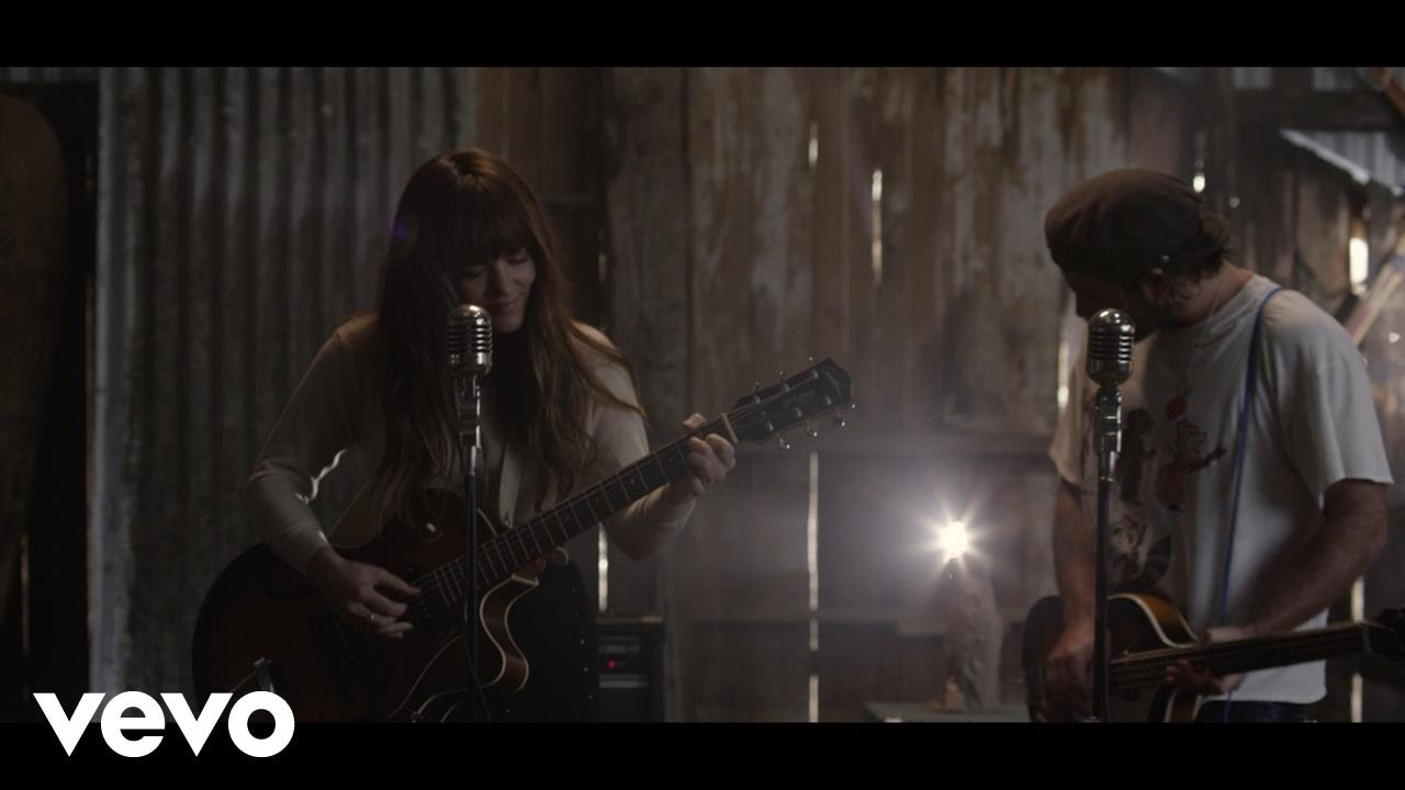 "Angus & Julia Stone share fall tour dates alongside video for single ""Snow"""