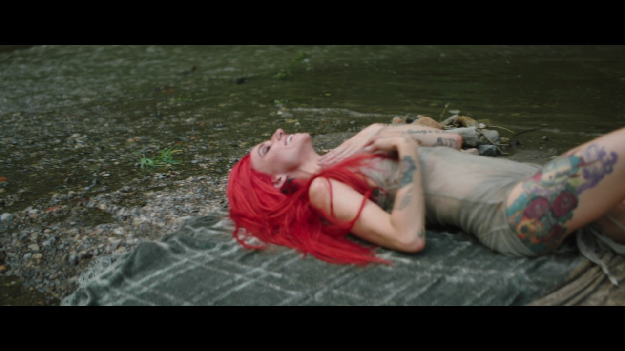 """Lights lets her artistic side flourish in video for """"Skydiving"""""""
