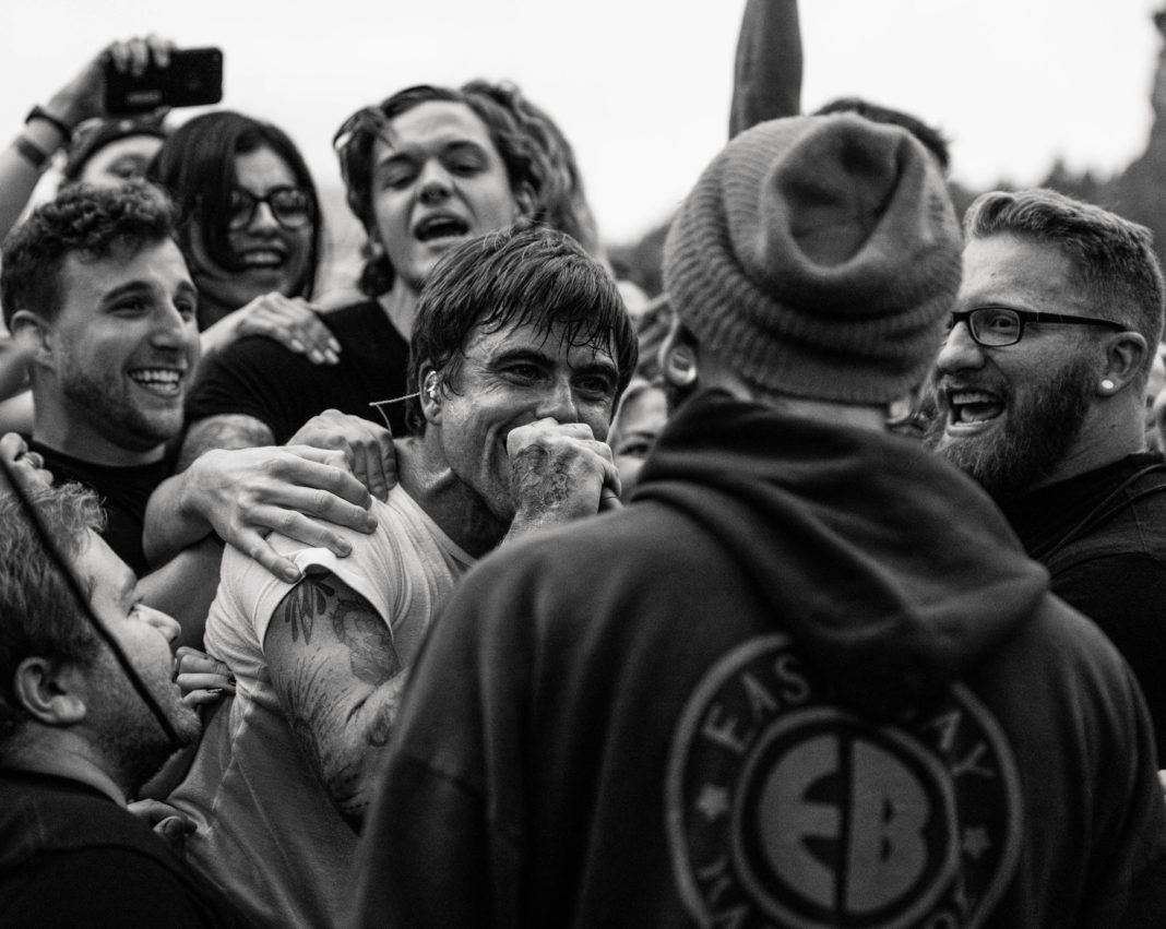 Anthony Green of Circa Survive and crowd The Blood Tour 2017 Red