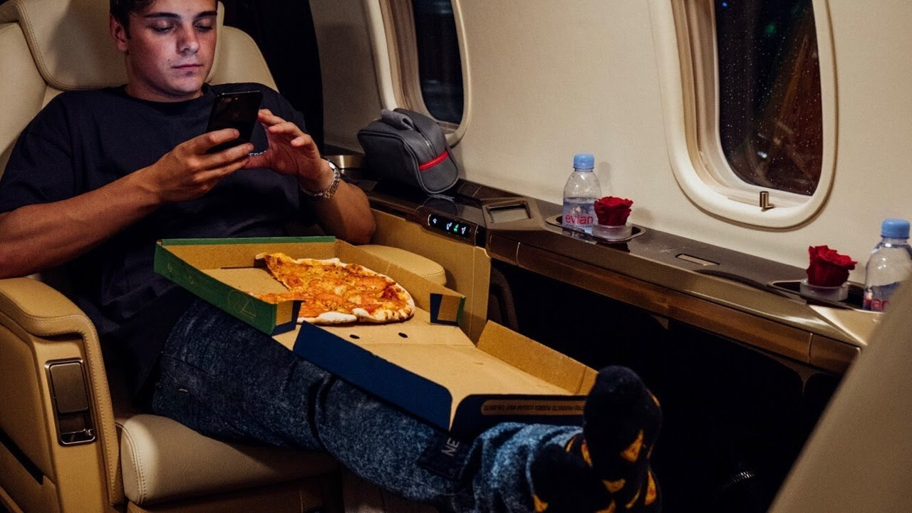 """Martin Garrix is about to steal a """"Pizza"""" your heart"""