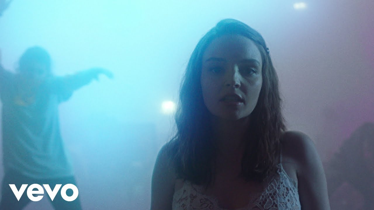 """CHVRCHES release moody new video for """"Miracles"""""""