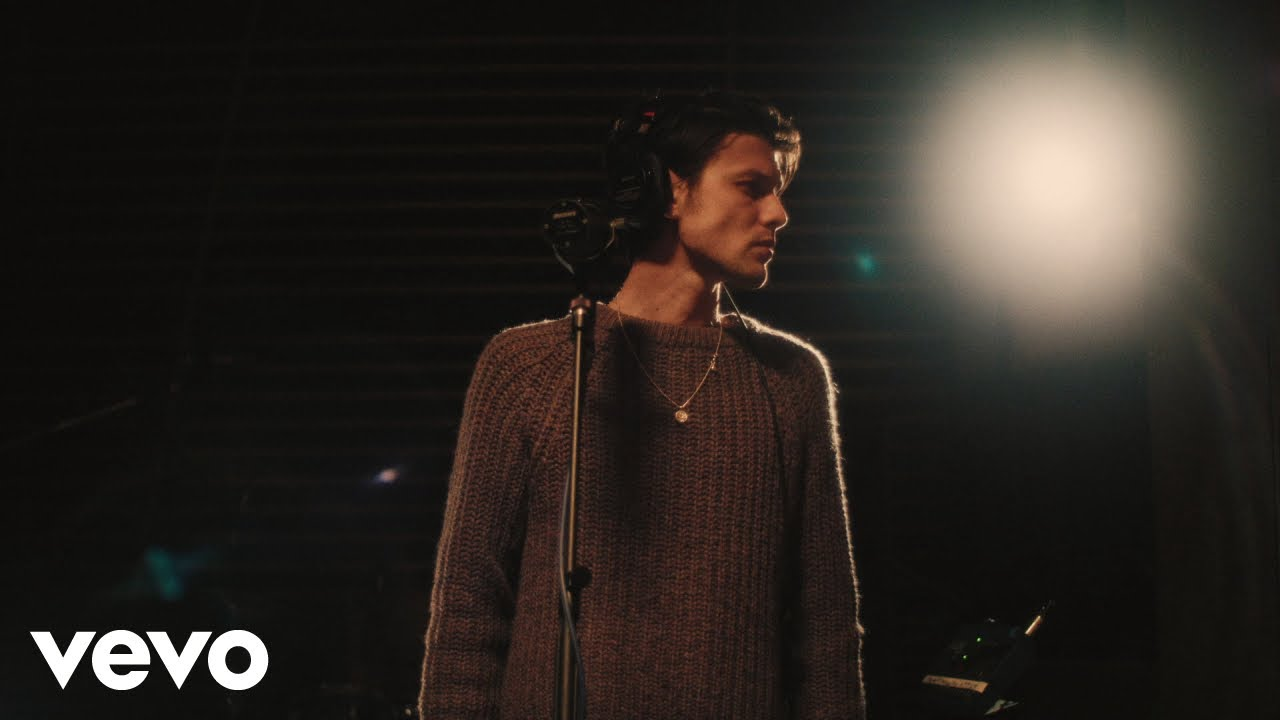 """James Bay releases live, stripped down music video for """"Slide"""""""