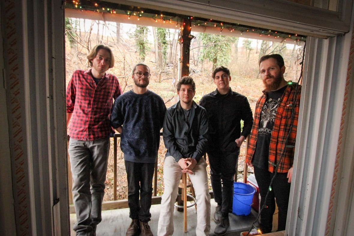 """PREMIERE: Tiny Hueman craft dreamy indie-rock with """"Supercell"""""""