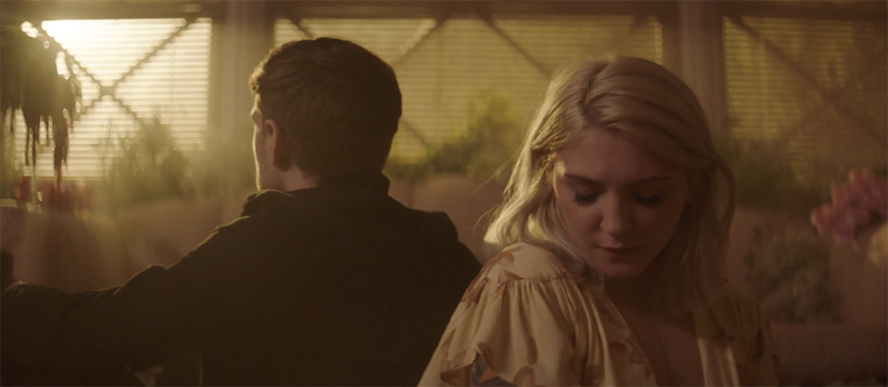 "Julia Michaels premieres video for ""What A Time"" ft Niall Horan"