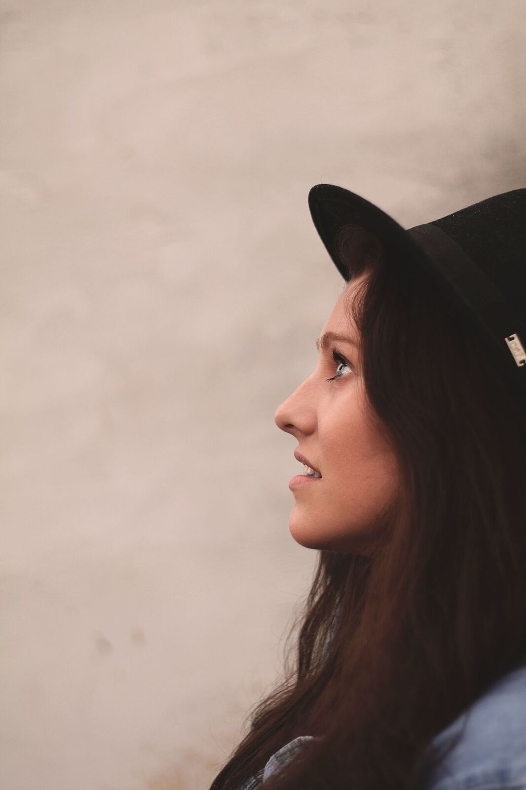 """PREMIERE: Holly Abraham releases new single, """"Refined In Fire"""""""