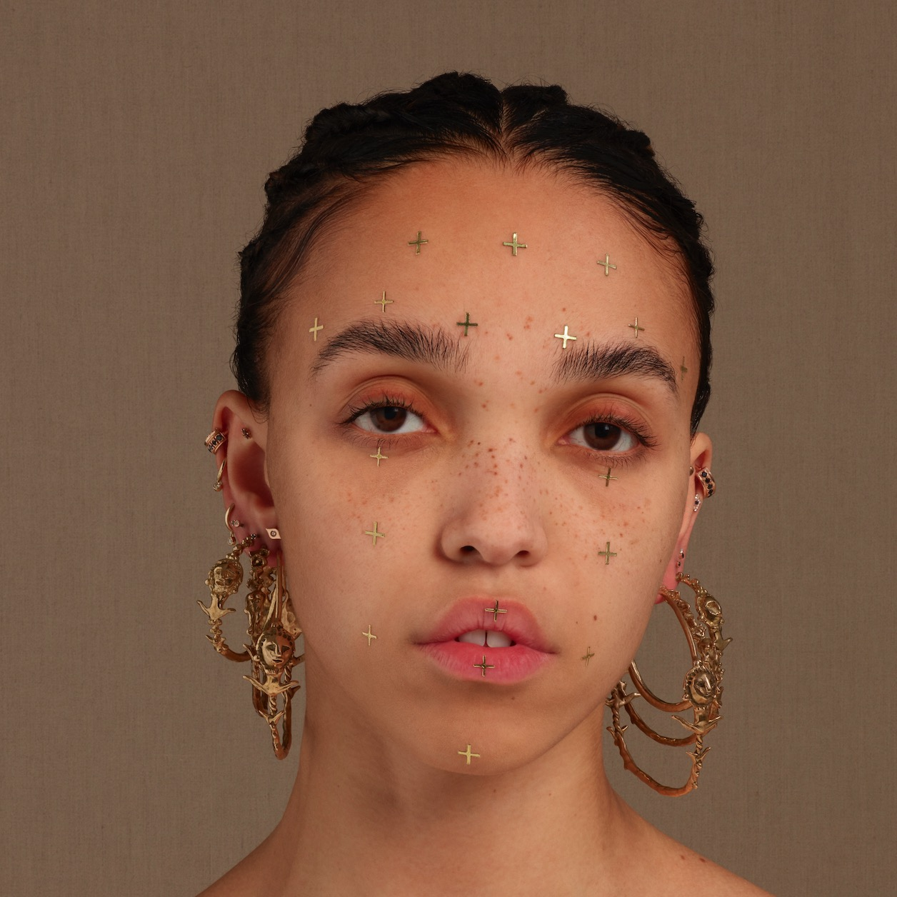 """FKA Twigs shares powerful video for new song, """"Cellophane"""""""