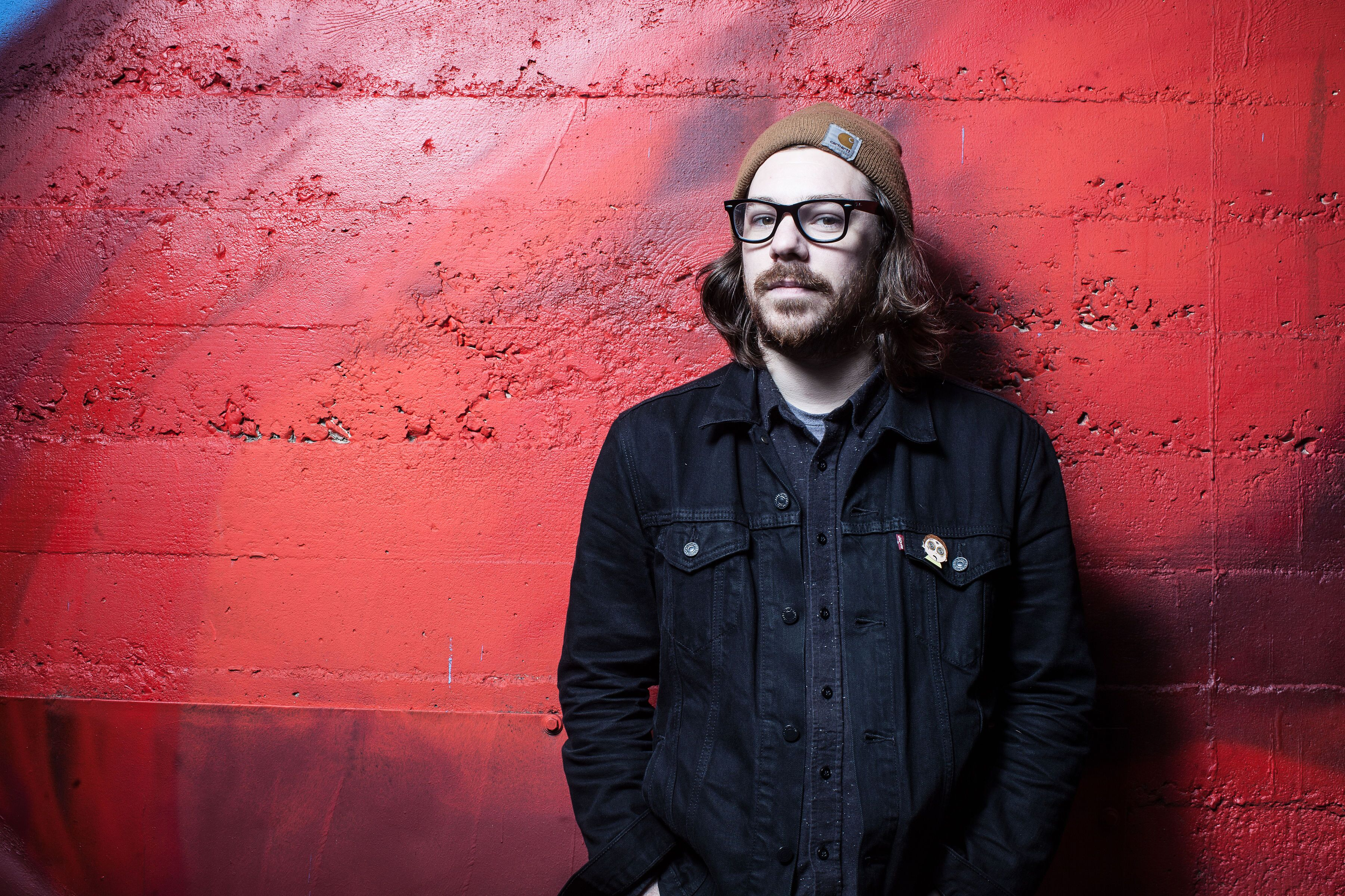 PREMIERE: Kurt Travis is captivating on 'There's a Place I Want to Take You'