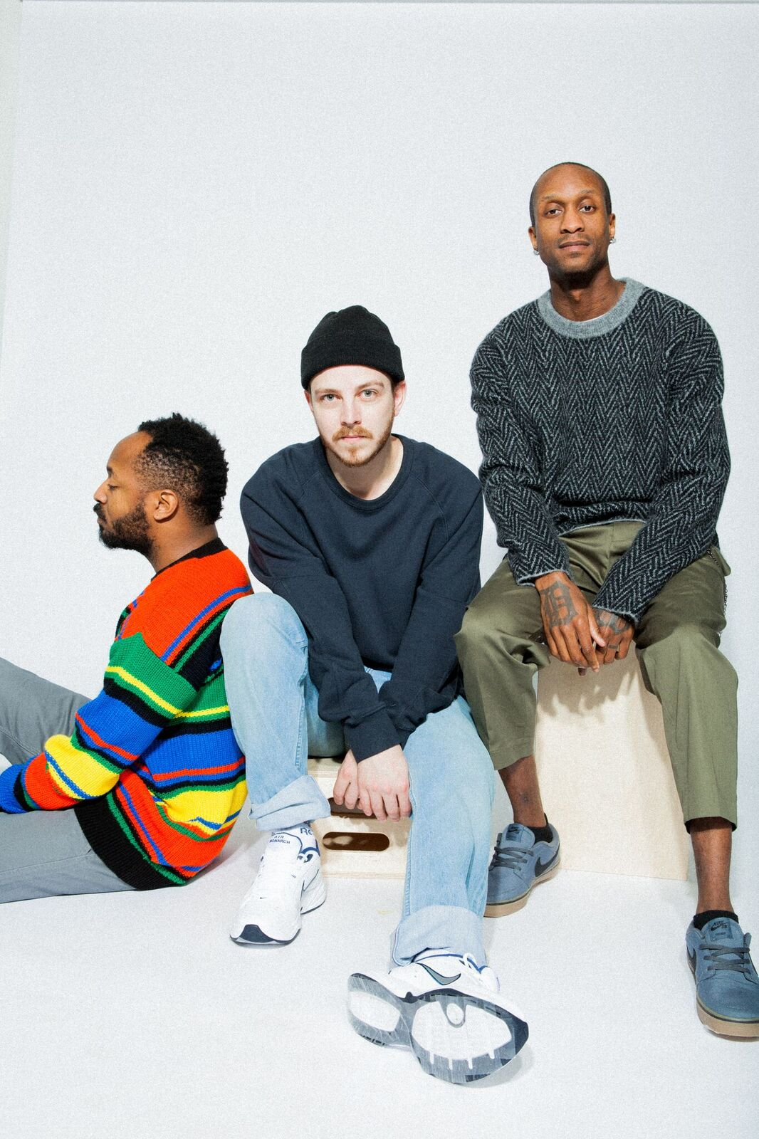 """PREMIERE: VEAUX try to sort things out on """"Heart Right"""""""