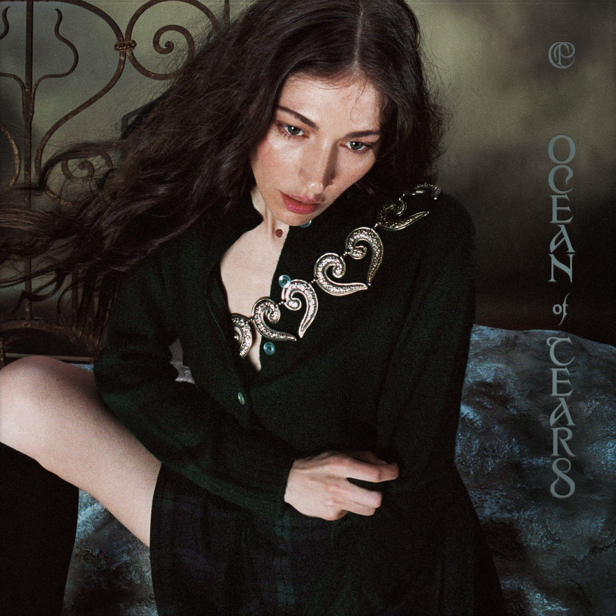 "Caroline Polachek shares two songs, ""Ocean Of Tears"" and ""Parachute"""