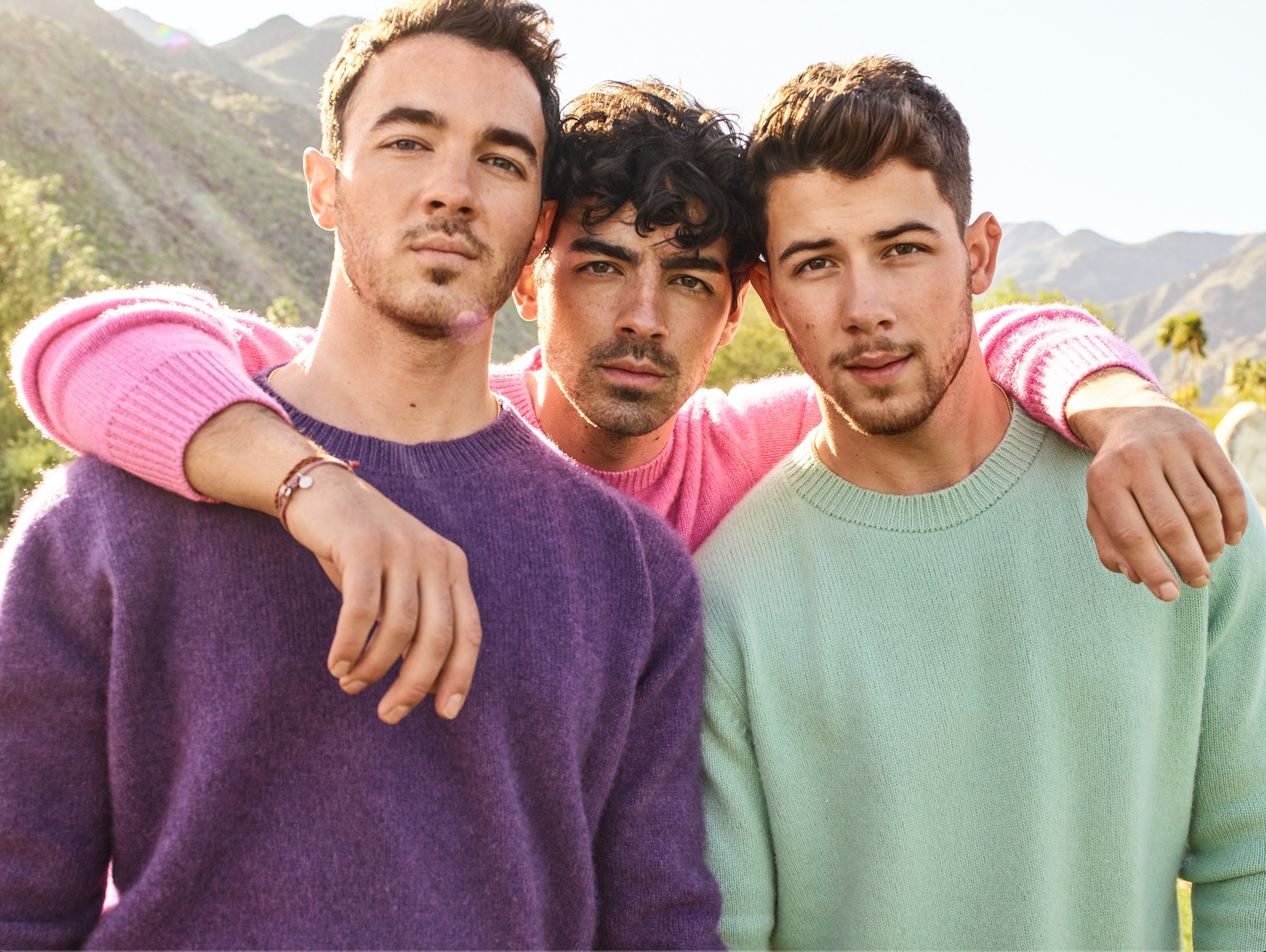Jonas Brothers host a 20,000-person family reunion with Happiness Begins Tour