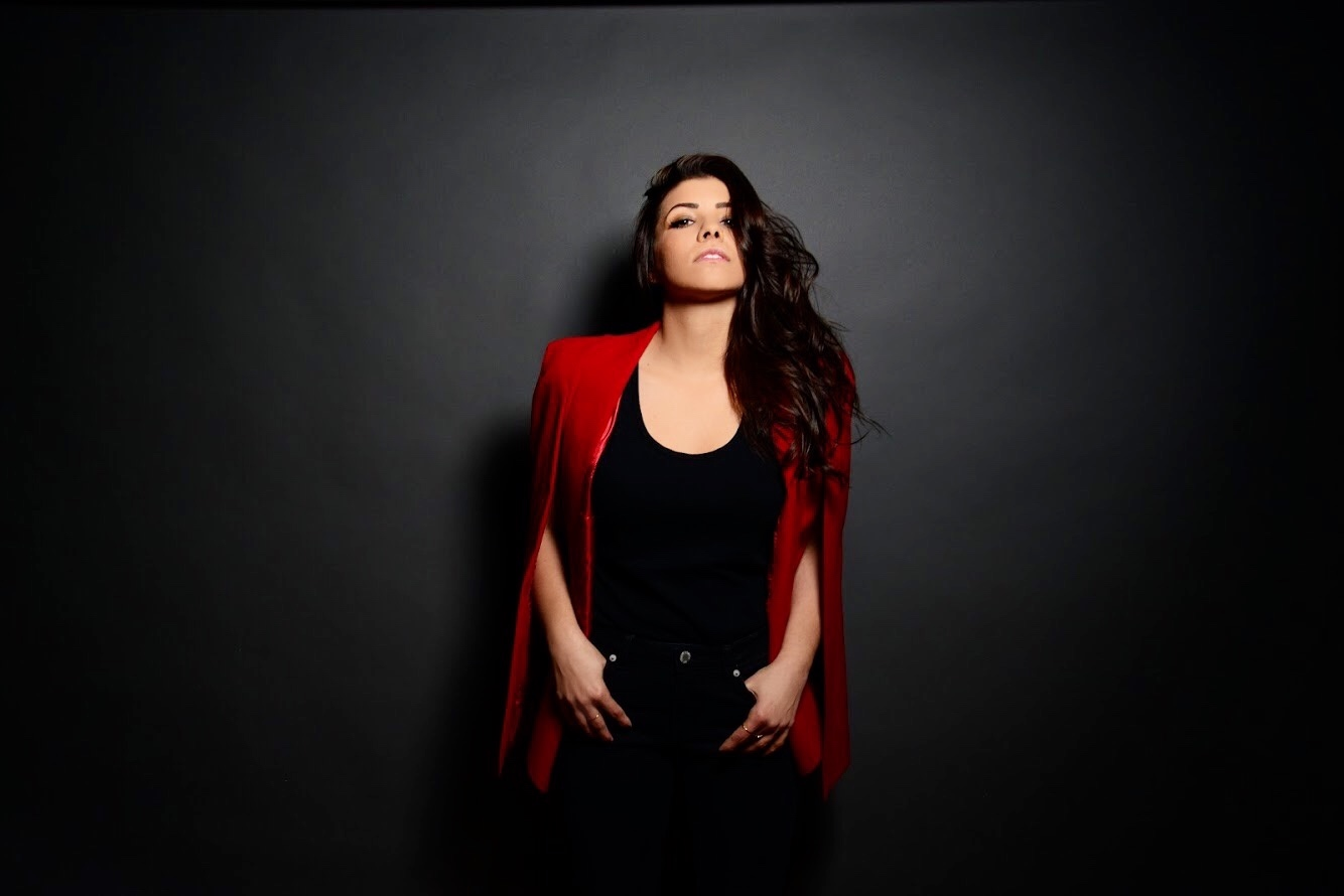 """PREMIERE: Rachel Lynn perfects the Motown vibe with """"Look to Me"""""""