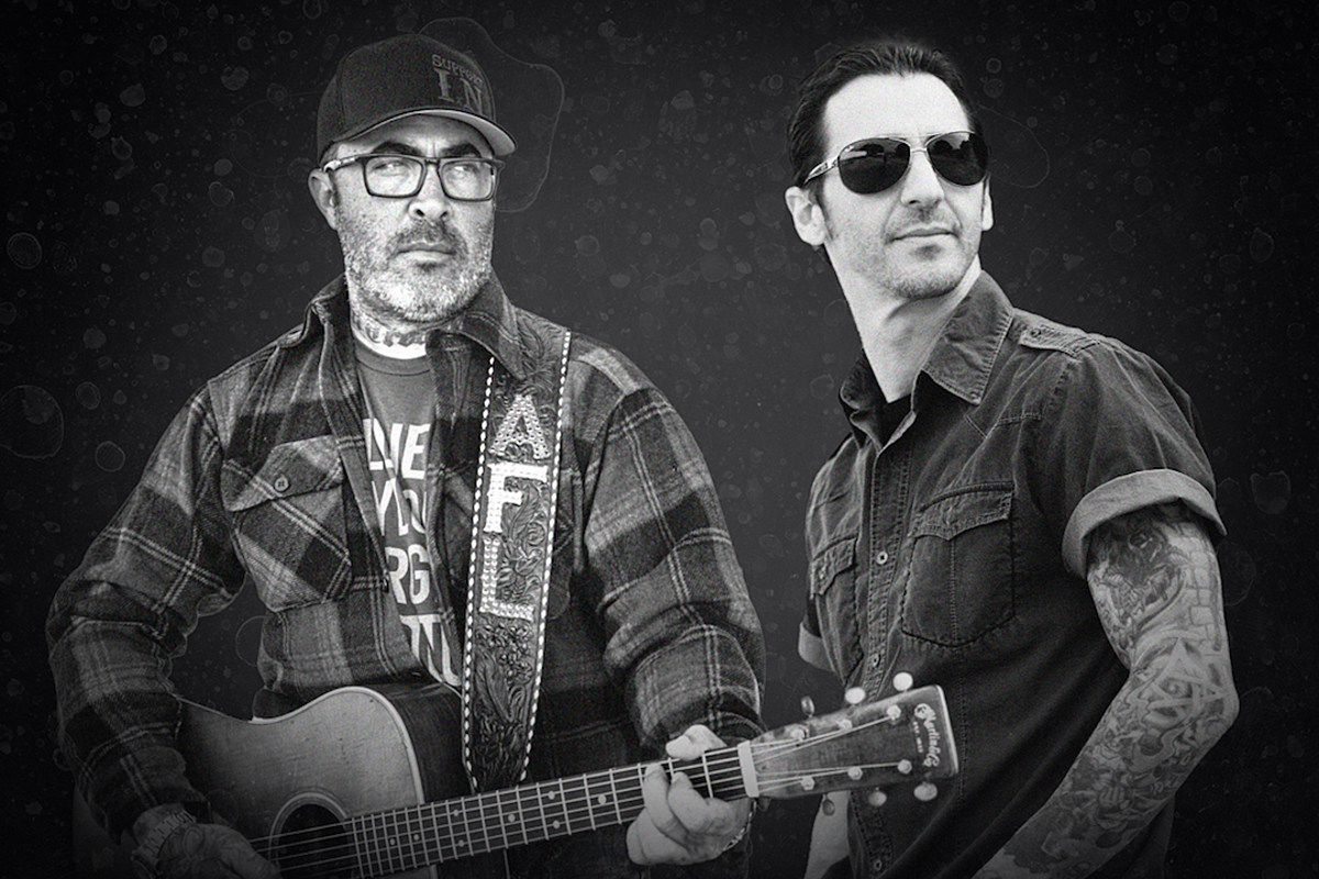 Aaron Lewis (Staind,) Sully Erna (Godsmack) announce drive-in tour