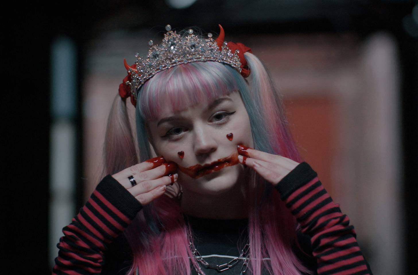 """PREMIERE: Elliot Lee Releases Video For """"Drama Queen"""", Her Second Single From Forthcoming EP """"Queen Of Nothing"""""""
