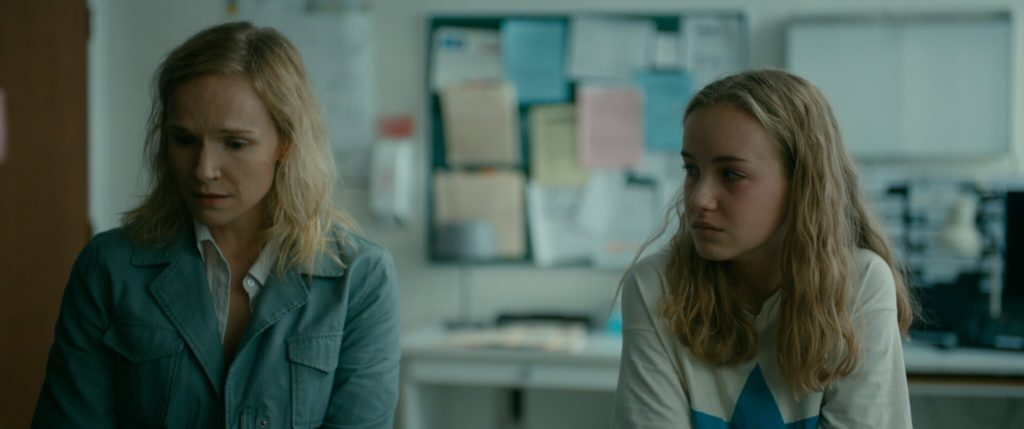 'Les Nôtres' Review: Small Town Secrets and Prejudices With A Teenage Girl's Life Caught In the Middle
