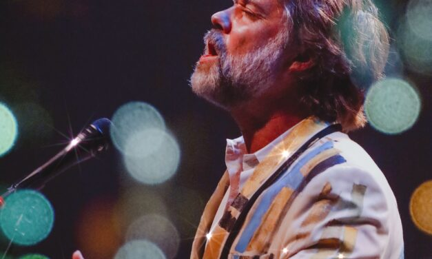 REVIEW: Rufus Wainwright and Jose Gonzalez at The Chicago Theatre